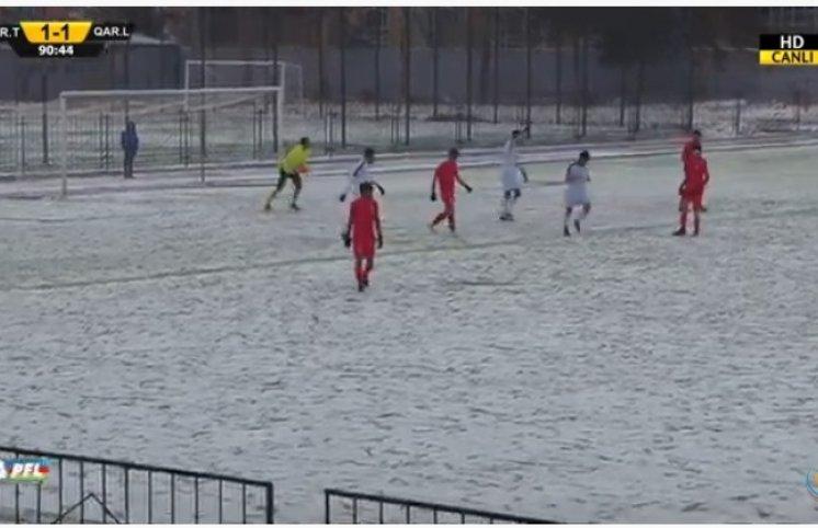 Azərbaycanda qarda futbol oynadılar