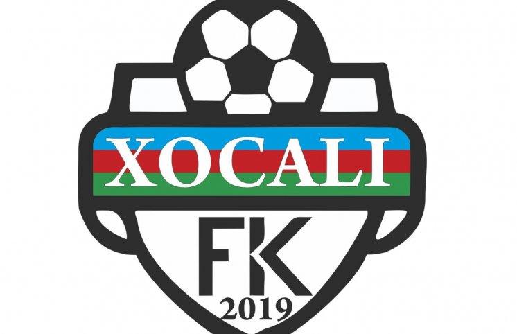 Azərbaycanda futbol klubu azyaşlı uşaqlara enrji içikisi içirir - FOTO